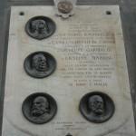 lapide del 1911 sotto l'Arco di Piazza